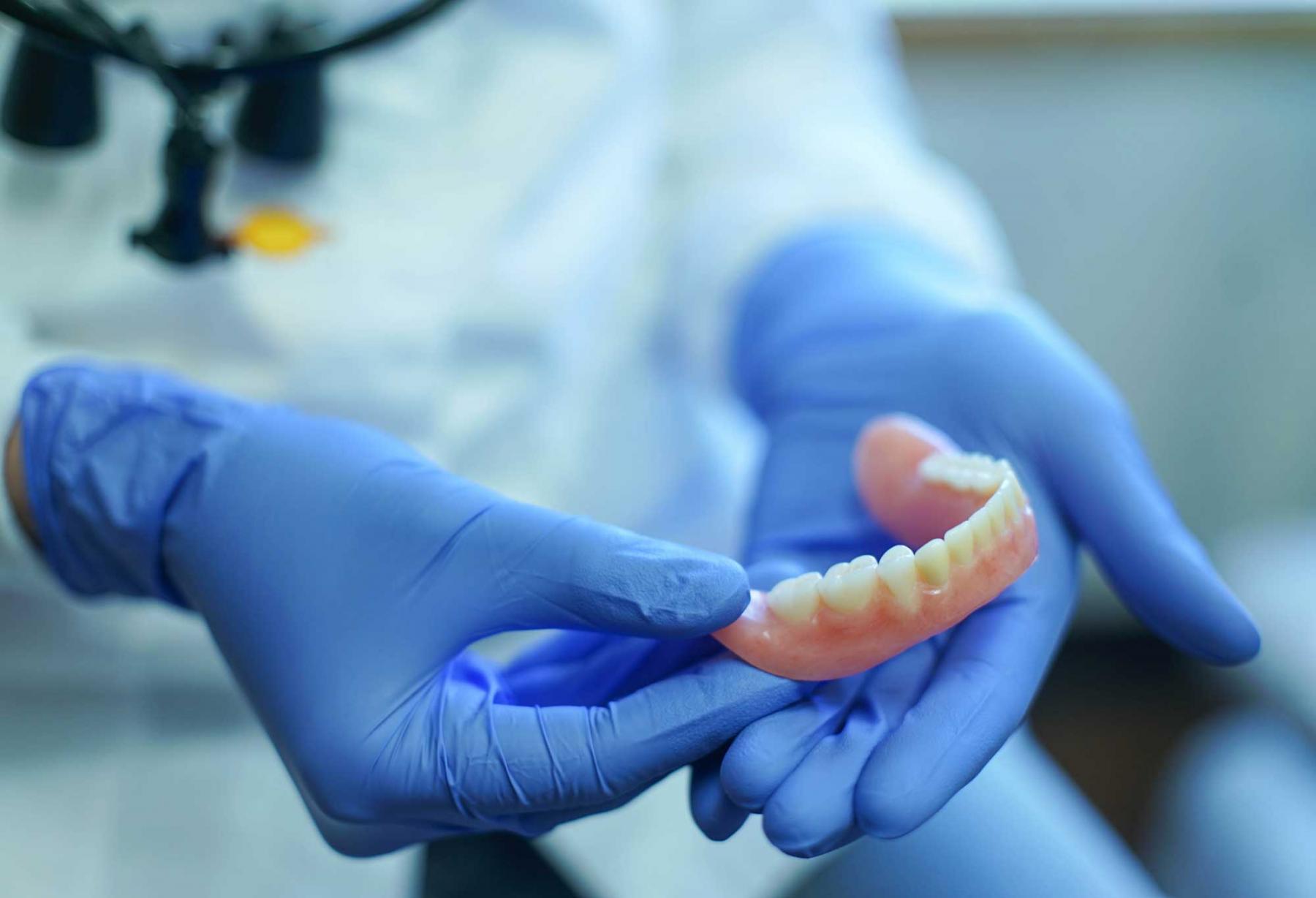 протезирование зубов минск